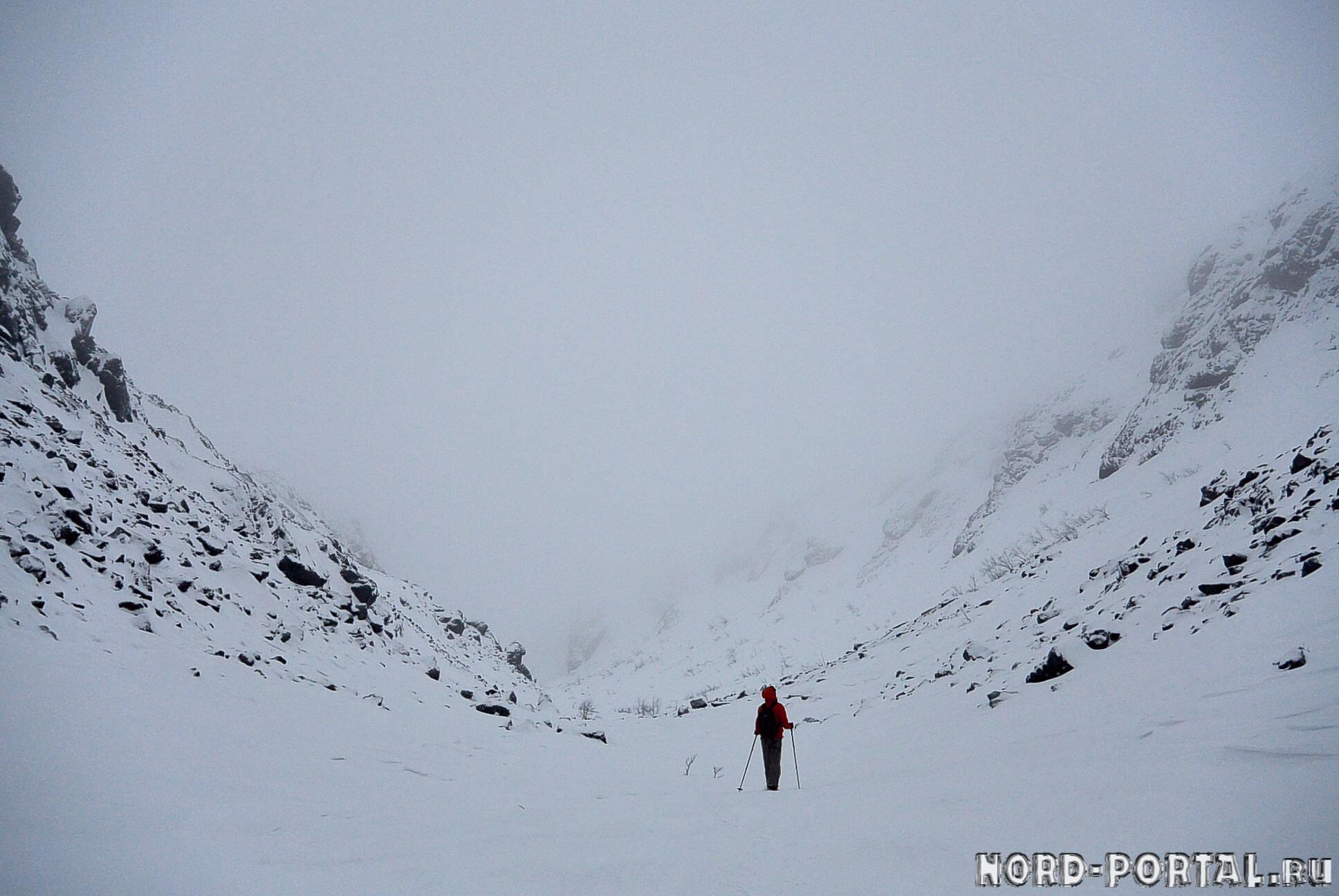 По сугробам среди гор — ущелье Скальное